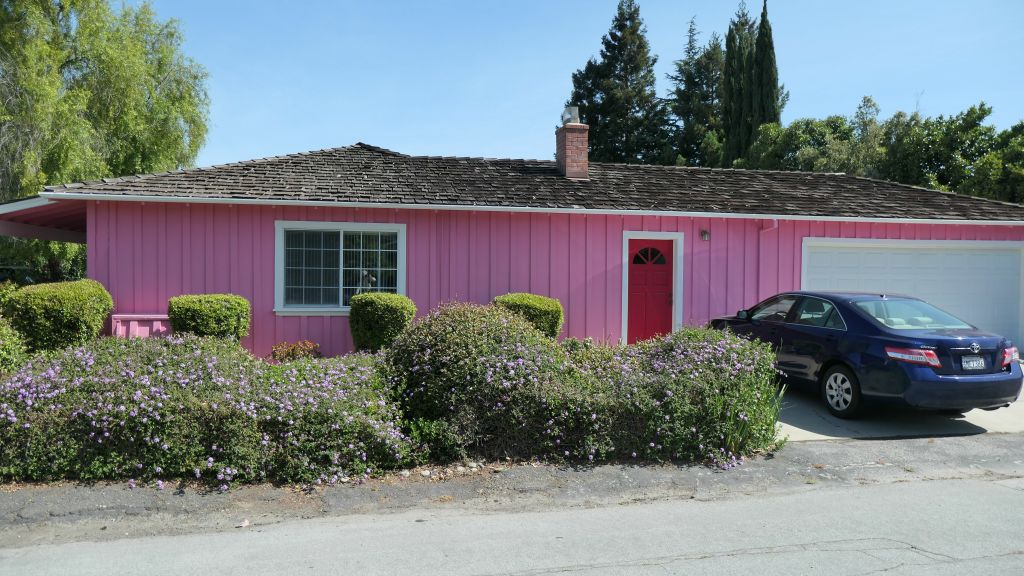 nice pink house on the way to Steven Creek Trail