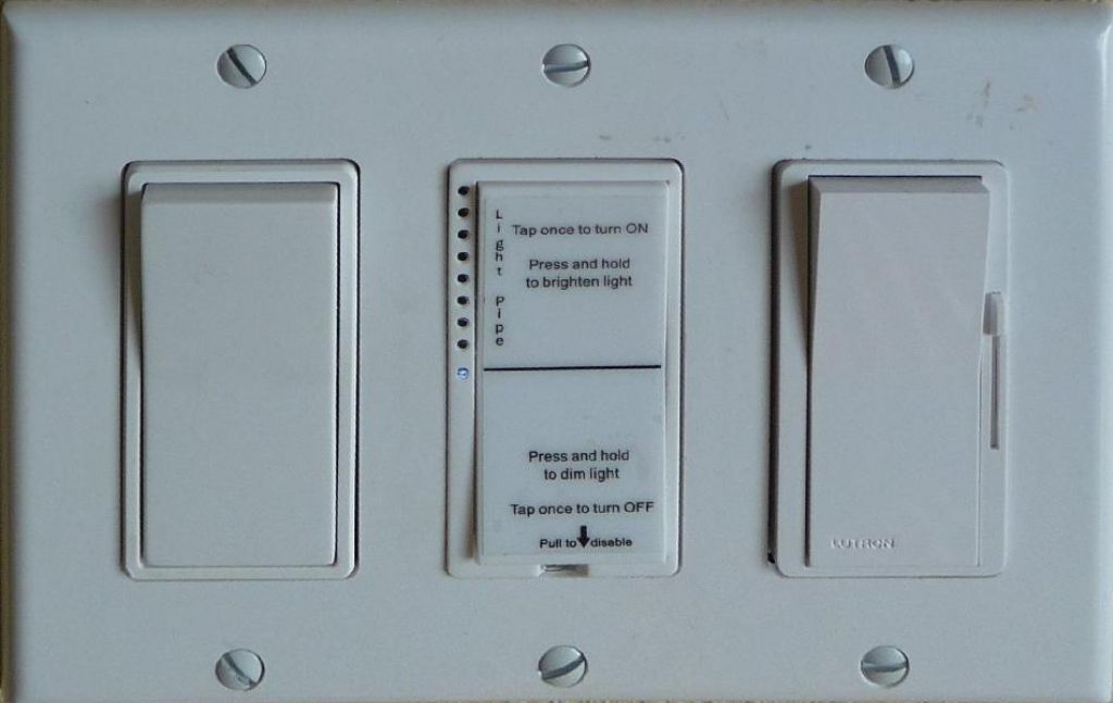 what an insteon dimmer switch looks like