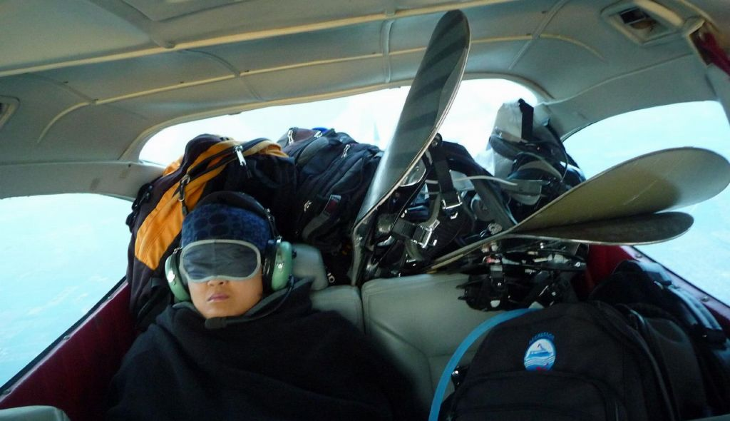 plane was quite loaded, getting the snowboards in was 'fun' :)