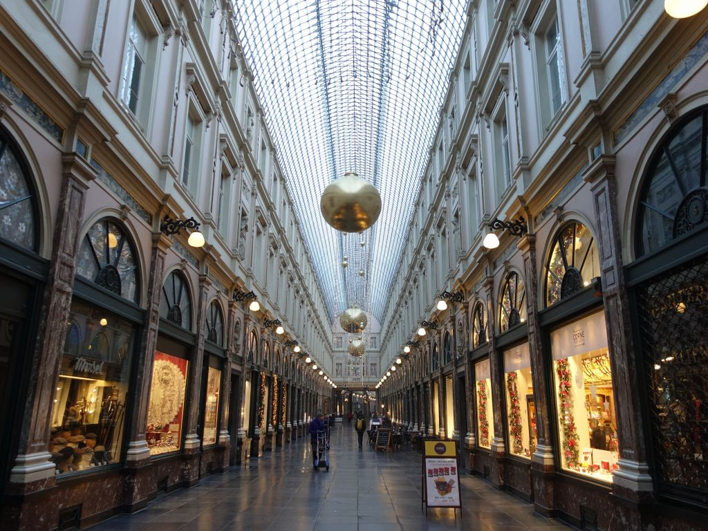 beautiful Galeries Royales St Hubert, filled with shops