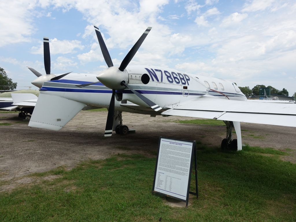 cool beechcraft 2000A starship