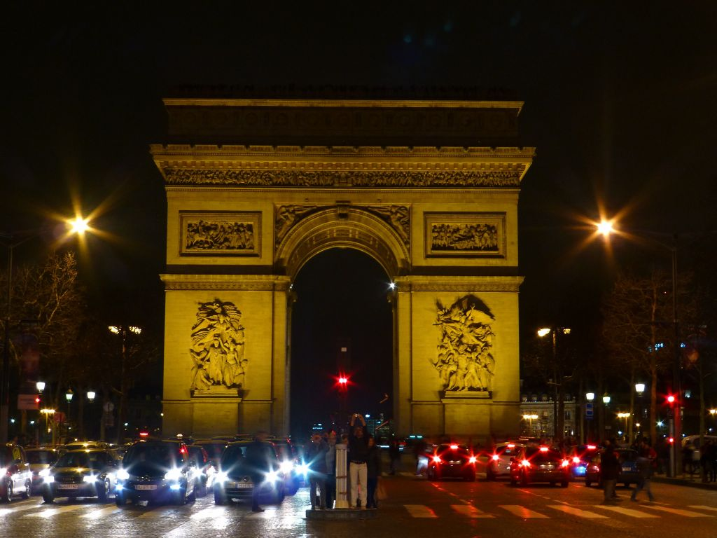 and we walked all the way back from l'obelisk to the arc the triomphe, time to go home