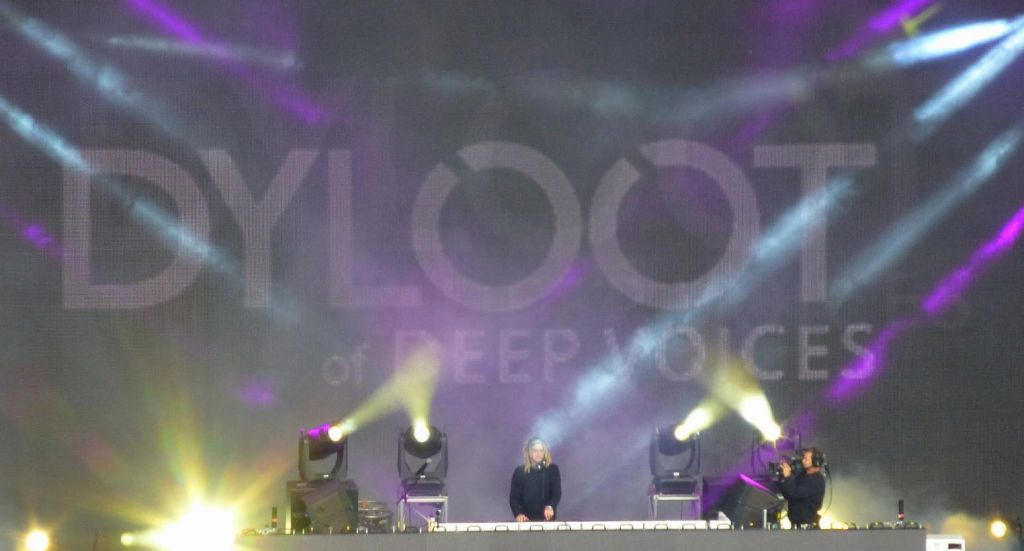 Dyloot plays great trance
