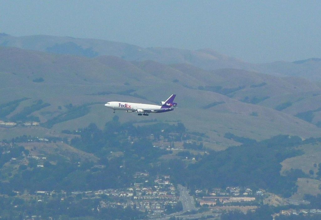 Fedex landing at Oakland