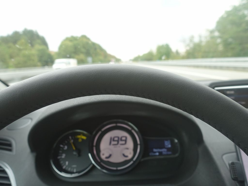 I only got 200kph for 2-3 seconds and wasn't fast enough to get a clear picture