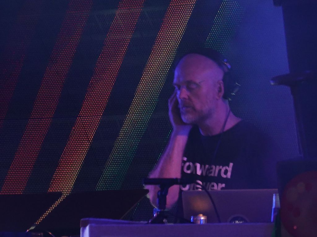 Solarstone finished the evening