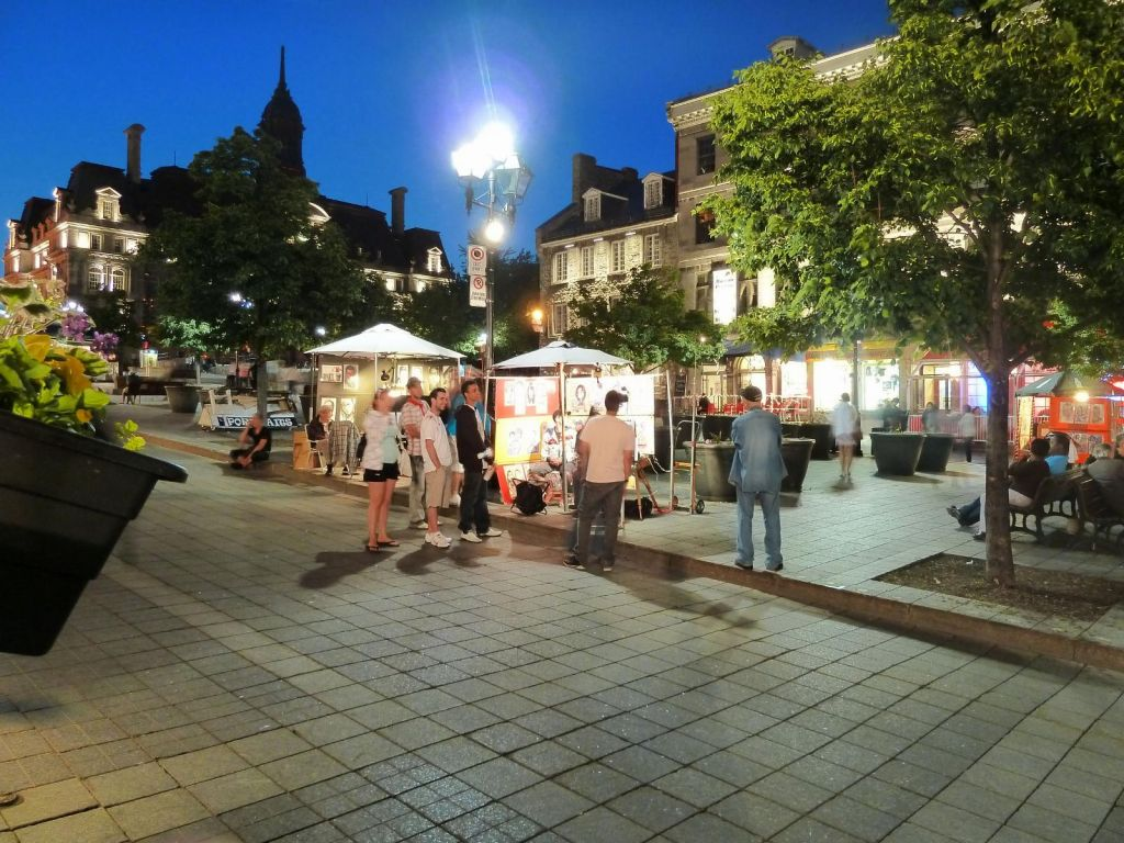 Place de Jacques Cartier at night