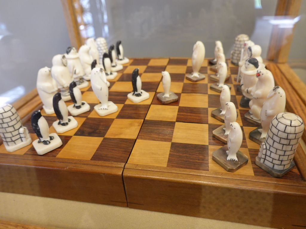 very cool chess set