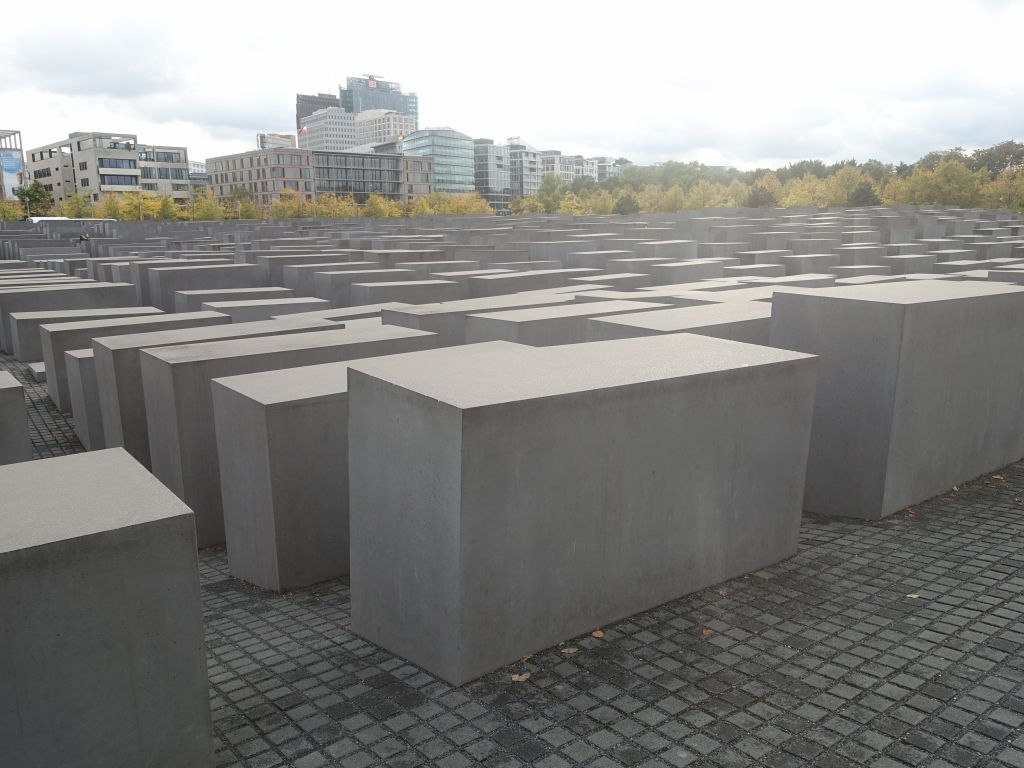 monument to murdered jews