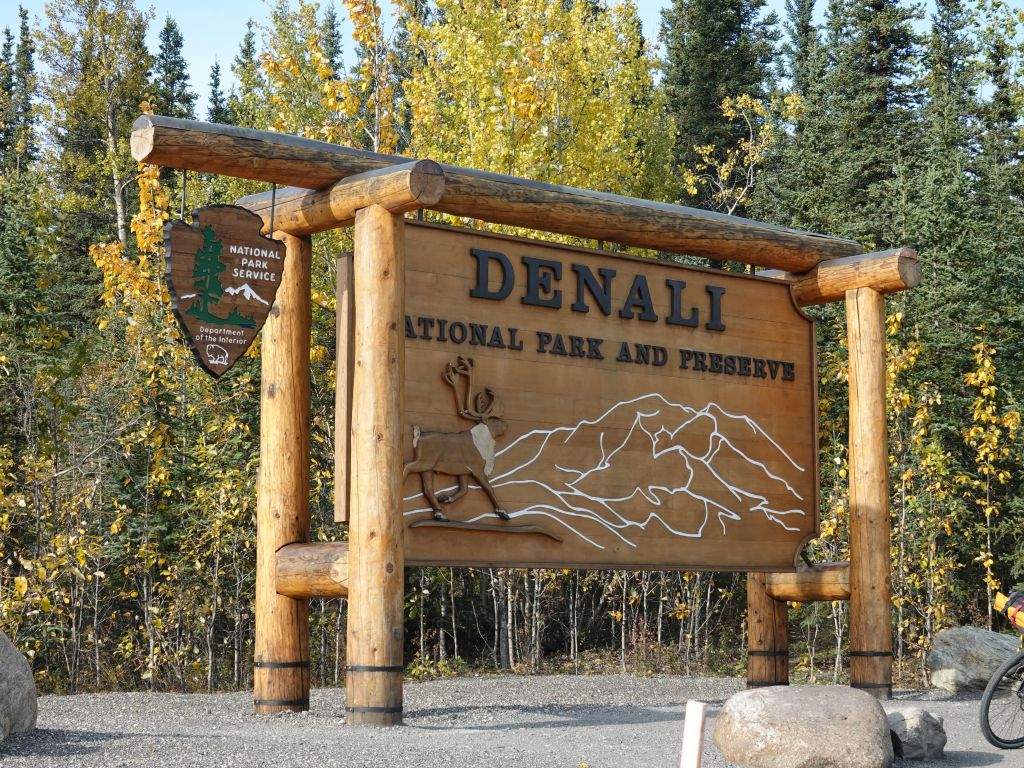 and after a total of 5.5H most of which Jennifer drove (thanks), we arrived at Denali