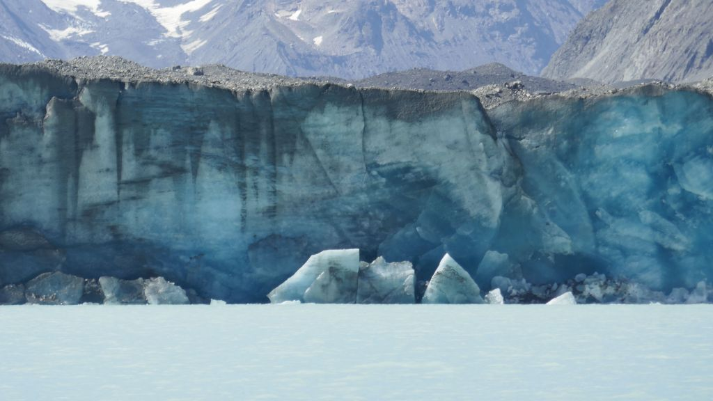 that's what the glacier actually looks like at the point it breaks into icebergs