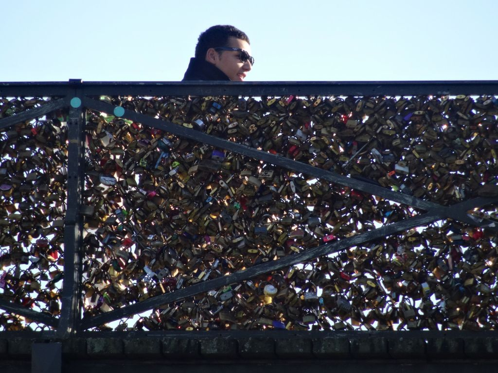 this put a lock on the bridge fad is getting out of hand...