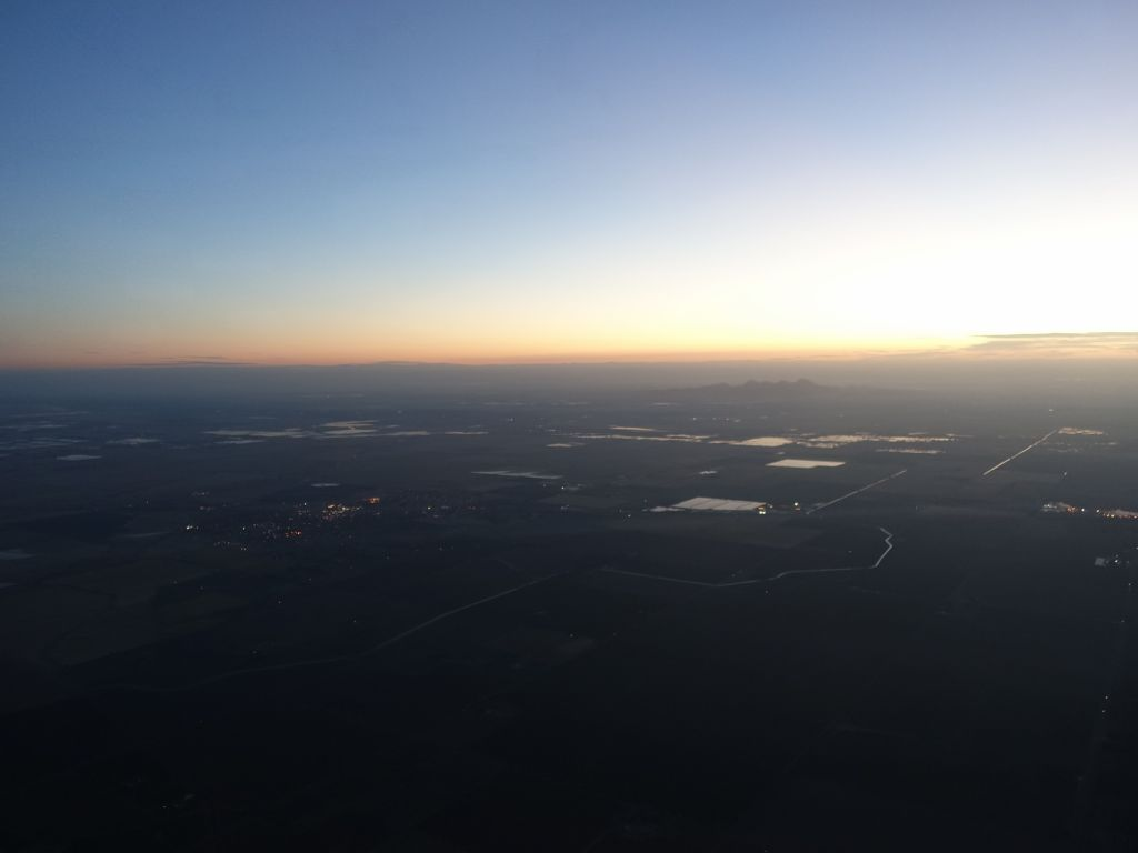 I realized as I was arriving that it was good that the sun was rising on the unlit willows runway :)