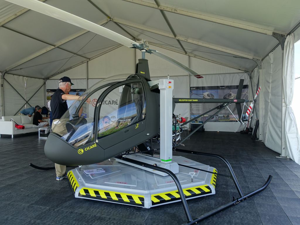 an experimental heli trainer with a single seat? mmmmh...