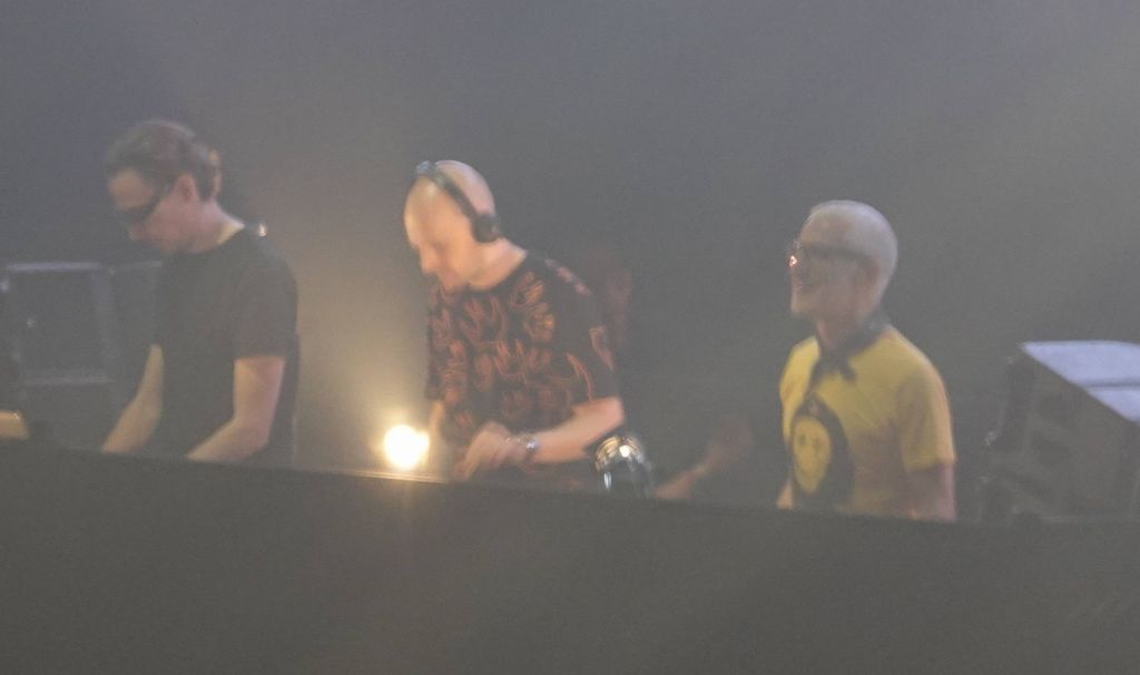 a rare sight, all 3 DJs