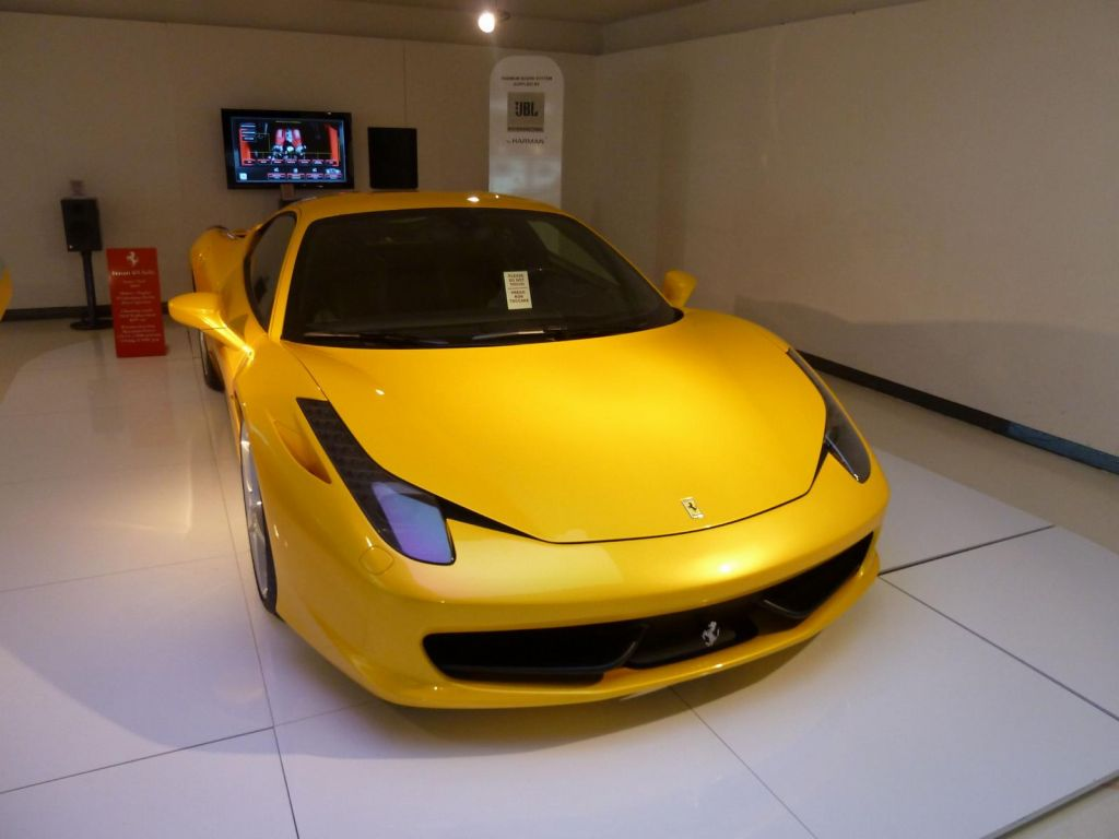 the 458 has a beautiful mean look :)