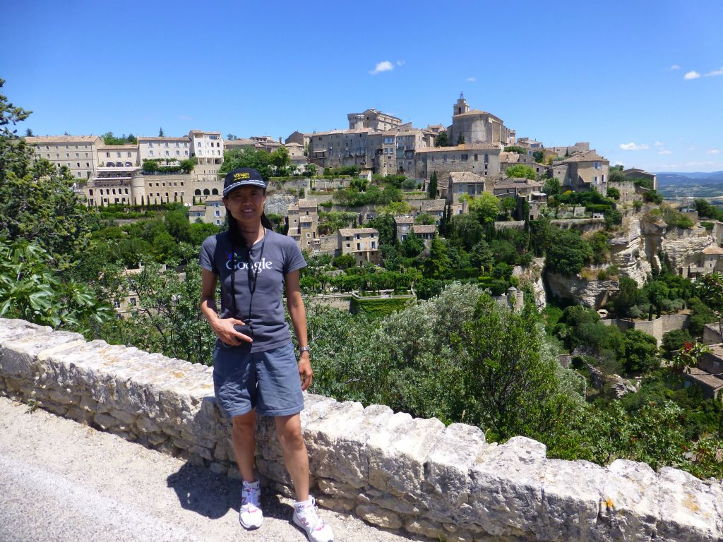 Chateau de Gordes in the background