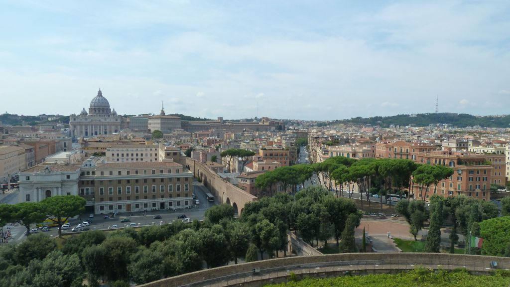 this is the passeto/corridor from the Vatican's St Peter's to Castel Sant' Angelo