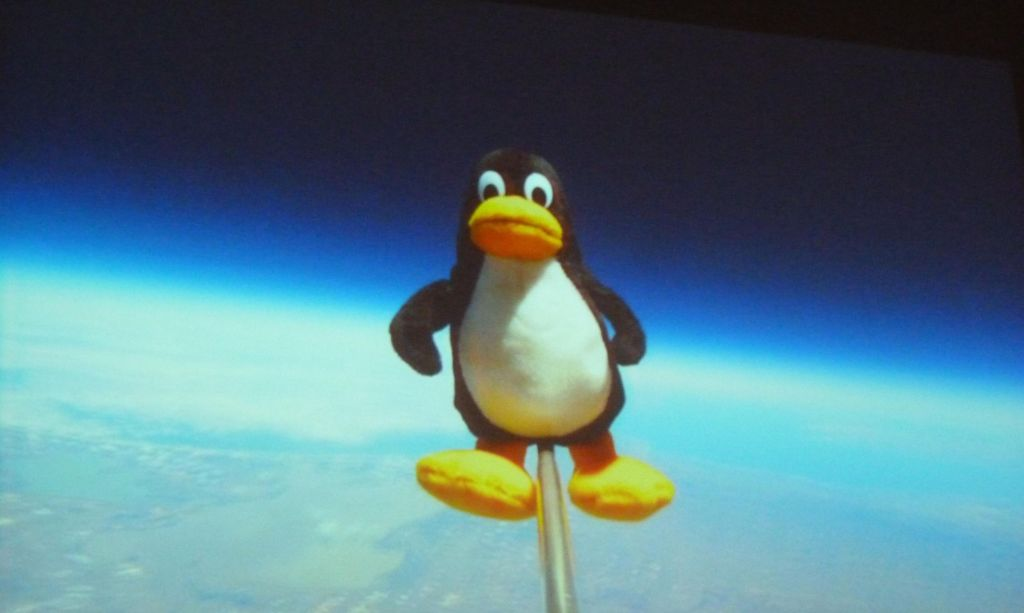 Tux sent to space on a weather balloon