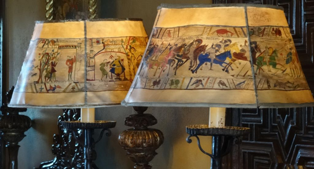 Tapisserie de Bayeux on the lamps, nice